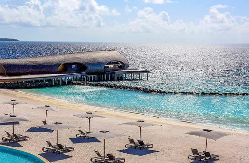 Infinity Pool und Strand I The St. Regis Vommuli