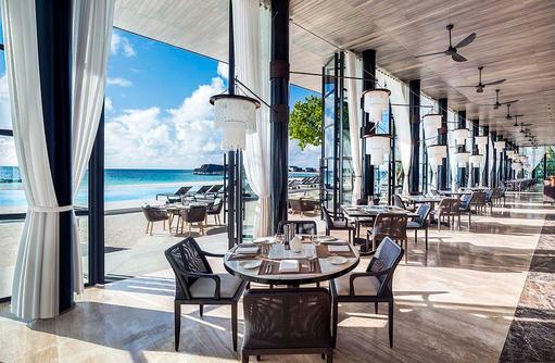 Alba Restaurant, luftiger Speisesaal I The St. Regis Vommuli