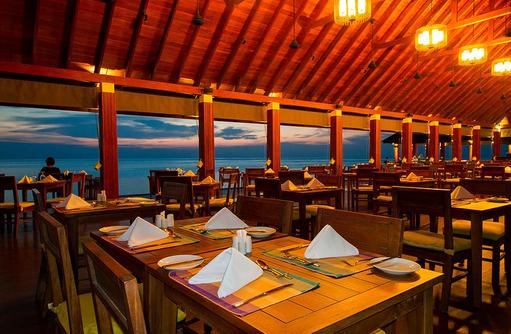 Tische im Hiya Restaurant, Summer Island Maldives