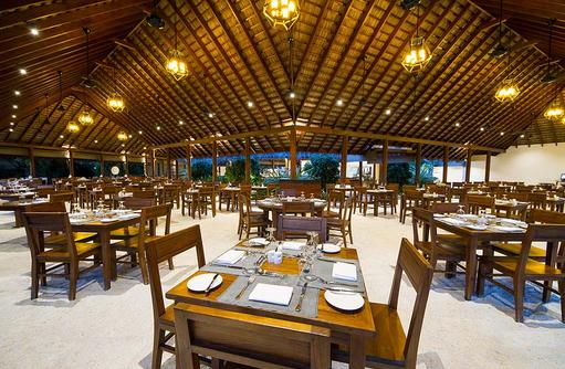 Samuga Restaurant, Tische am Abend, Summer Island Maldives