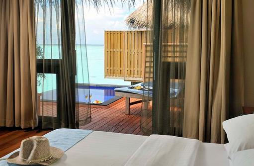 Aqua Villa, Schlafzimmer, Blick auf den Privatpool, Sun Aqua Vilu Reef Maldives