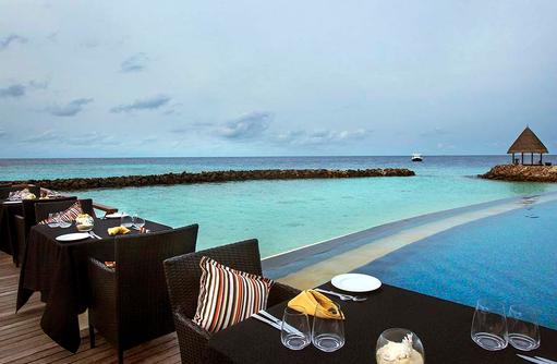 Grill Restaurant am Pool, Taj Coral Reef Resort & Spa