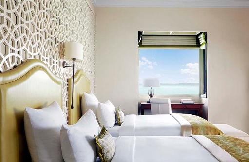 The Rehendi Presidential Suite, Schlafzimmer mit getrennten Betten I Taj Exotica Maldives Resort & SPA