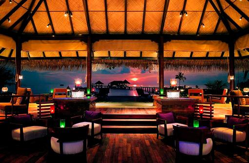 Equator Bar, Sonnenuntergang I Taj Exotica Maldives Resort & SPA