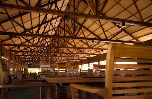 Buffetrestaurant, gedeckter Tisch I The Barefoot Eco Hotel
