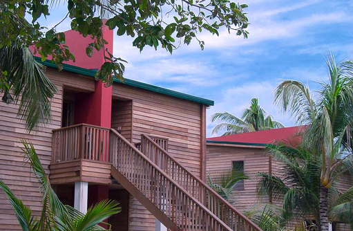 Aussentreppe am Wohngebäude I The Barefoot Eco Hotel