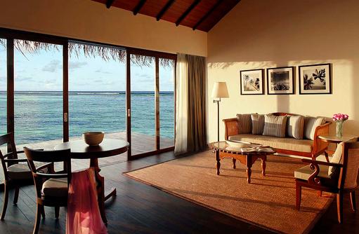 Wohnzimmer in der Water Villa, The Residence Maldives at Falhumaafushi