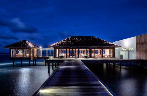 Steg zum The Fulhumaa Restaurant, The Residence Maldives at Falhumaafushi
