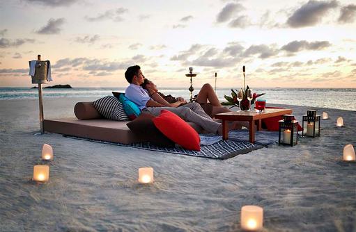 Romantisches Dinner am Strand, The Residence Maldives at Falhumaafushi