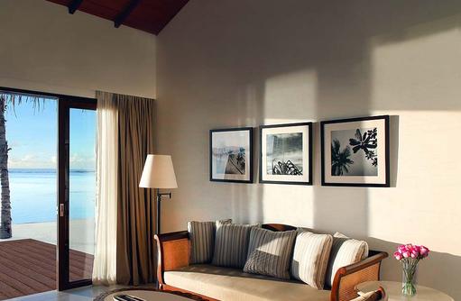 Wohnzimmer der Beach Villa, The Residence Maldives at Falhumaafushi