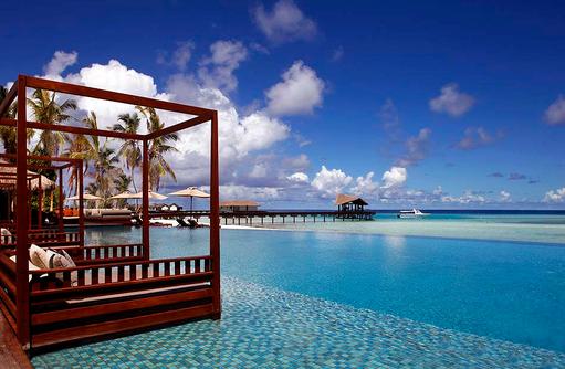 Blick auf den Swimmingpool, The Residence Maldives at Falhumaafushi