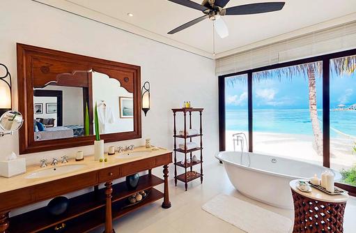 Badezimmer der Beach Villa, The Residence Maldives at Falhumaafushi