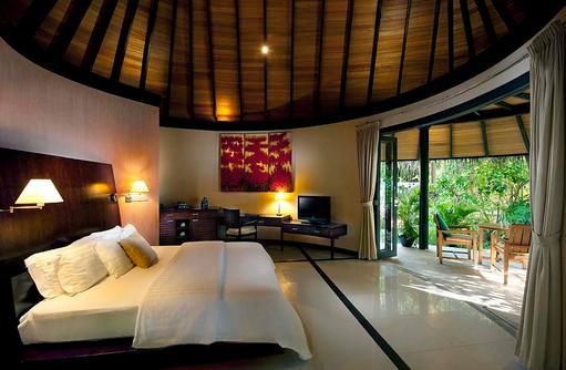 Schlafzimmer der Beach Villa, The Sun Siyam Iru Fushi, Maldives
