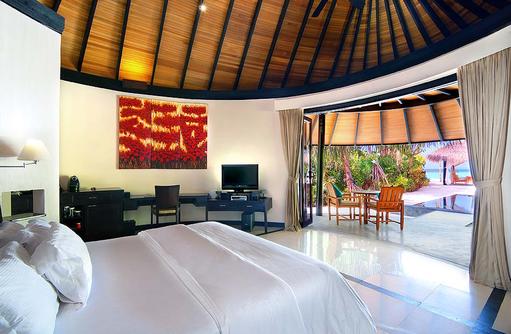 Deluxe Beach Villa mit Pool, Schlafbereich, The Sun Siyam Iru Fushi, Maldives