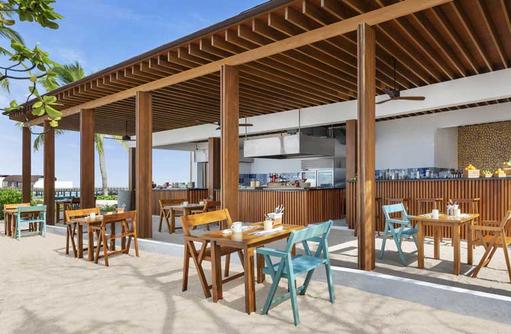 Seating Hawker, The Westin Maldives Miriandhoo Resort