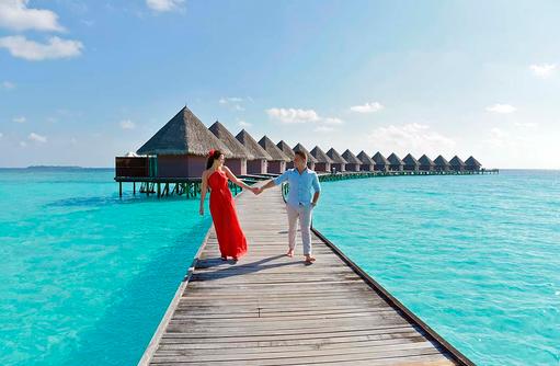 Steg zu den Wasserbungalows, Thulhagiri Island Resort, Maldives