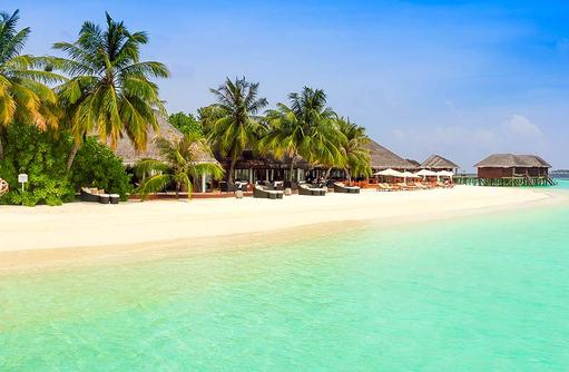 Türkisblaues Wasser am Strand, Vakarufalhi Island Resort, Maldives