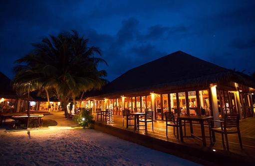 Restaurant mit Terrasse, Vakarufalhi Island Resort, Maldives