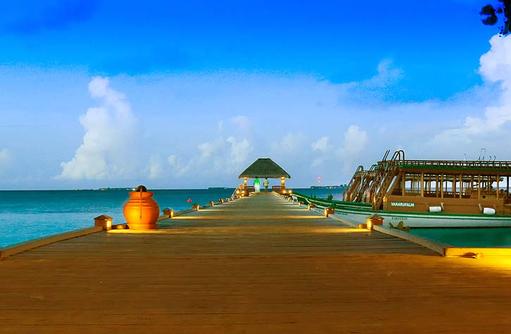 Blick auf den Steg, Vakarufalhi Island Resort, Maldives