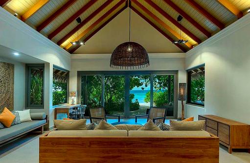 Wohnraum einer Beach Pool Suite, Vakkaru, Maledives
