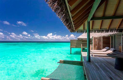 Sonnendeck einer Over Water Villa, Vakkaru, Maledives