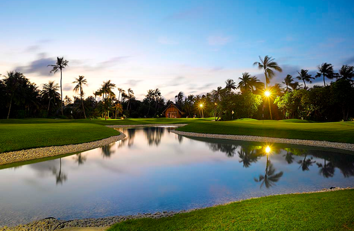Golfplatz bei Dämmerung, Velaa Private Island Maldives