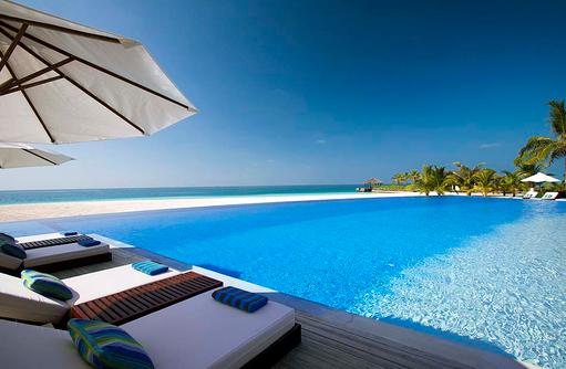 Blick auf den Pool, Velassaru Maldives