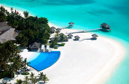 Blick auf den Infinity Pool, Velassaru Maldives