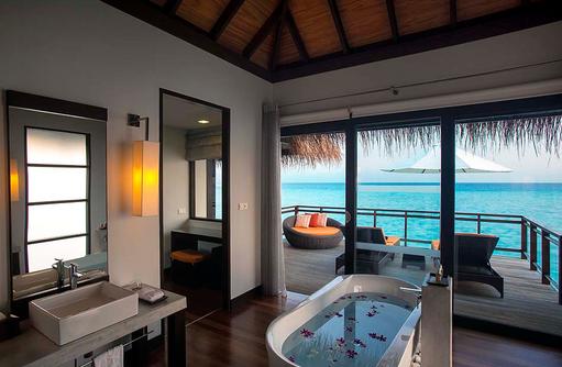 Wasser Villa mit Pool, Badezimmer, Velassaru Maldives
