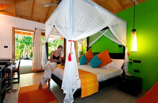 Schlafzimmer im Garden Room, Vilamendhoo Island Resort, Maldives