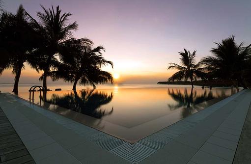 Sunset Pool Bar, Vilamendhoo Island Resort, Maldives