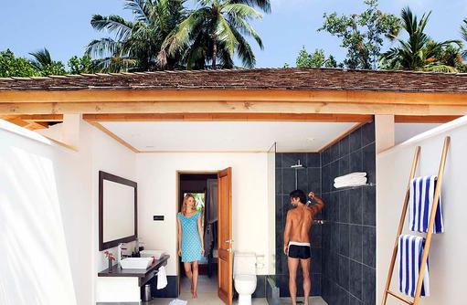 Offenes Badezimmer Beach Villa, Vilamendhoo Island Resort, Maldives