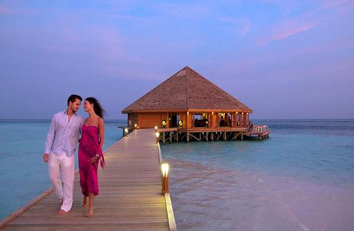 Steg zum Asian Wok, Vilamendhoo Island Resort, Maldives