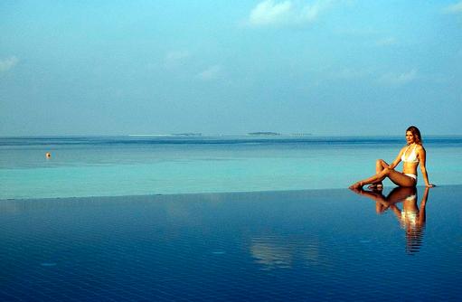 Model am Pool, Vilamendhoo Island Resort, Maldives