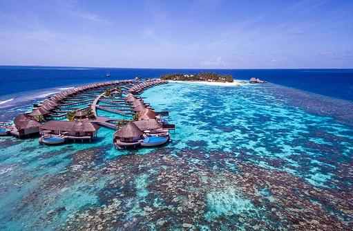 Blick auf die Water Villas von vorne, W Retreat & Spa Maldives