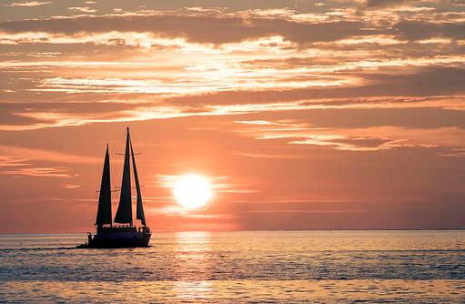 Escape Yacht im Sonnenuntergang, W Retreat & Spa Maldives