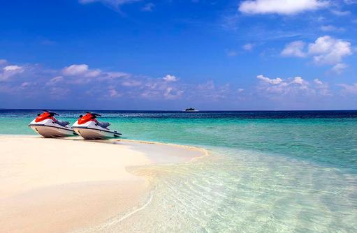 Jet Skis am Strand, W Retreat & Spa Maldives