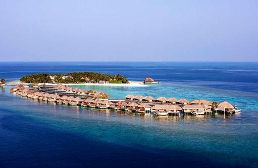 Vogelperspektive auf Water Villas und die Insel, W Retreat & Spa Maldives