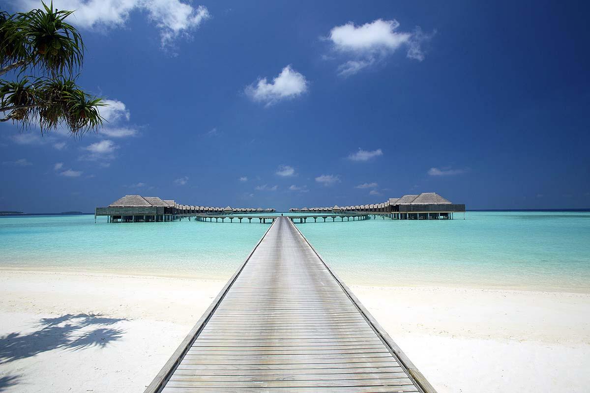 Steg zu den Wasservillen, Anantara Kihavah, Maldives