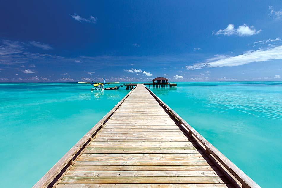 Ankunftssteg mit Wasserflugzeug, Atmosphere Kanifushi Maldives