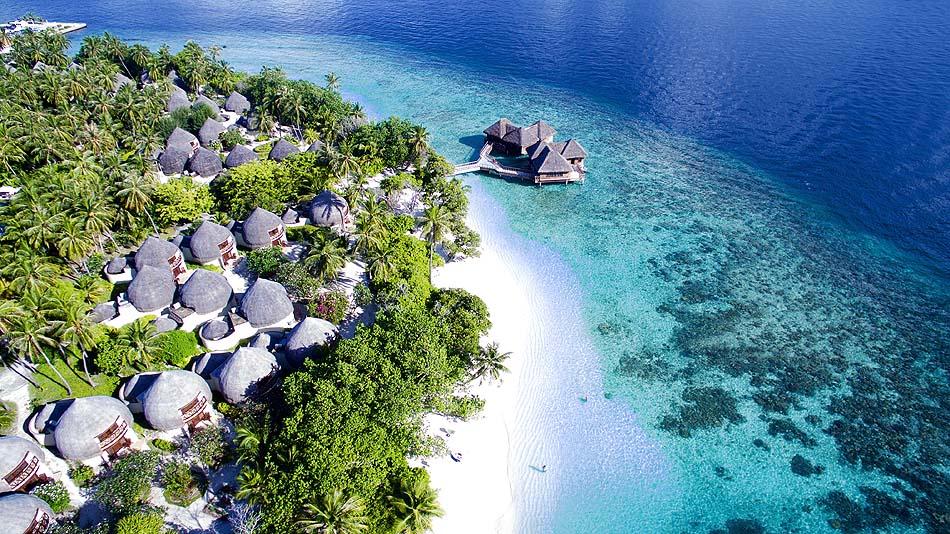 Luftansicht auf die Insel Bandos Maldives