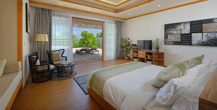 Schlafzimmer, Deluxe Beach Pool Villa, Brennia Kottefaru