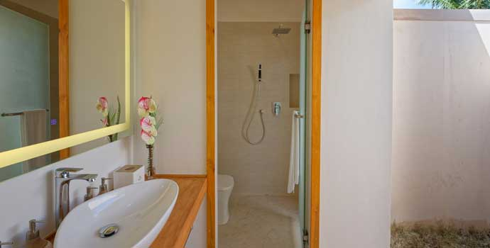 Badezimmer, Bougain Villa, Brennia Kottefaru