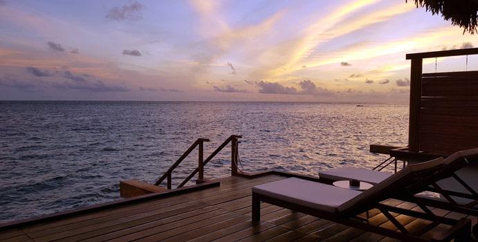 terrasse, Sunset Water Bungalow mit Jacuzzi | Cinnamon Velifushi Maldives