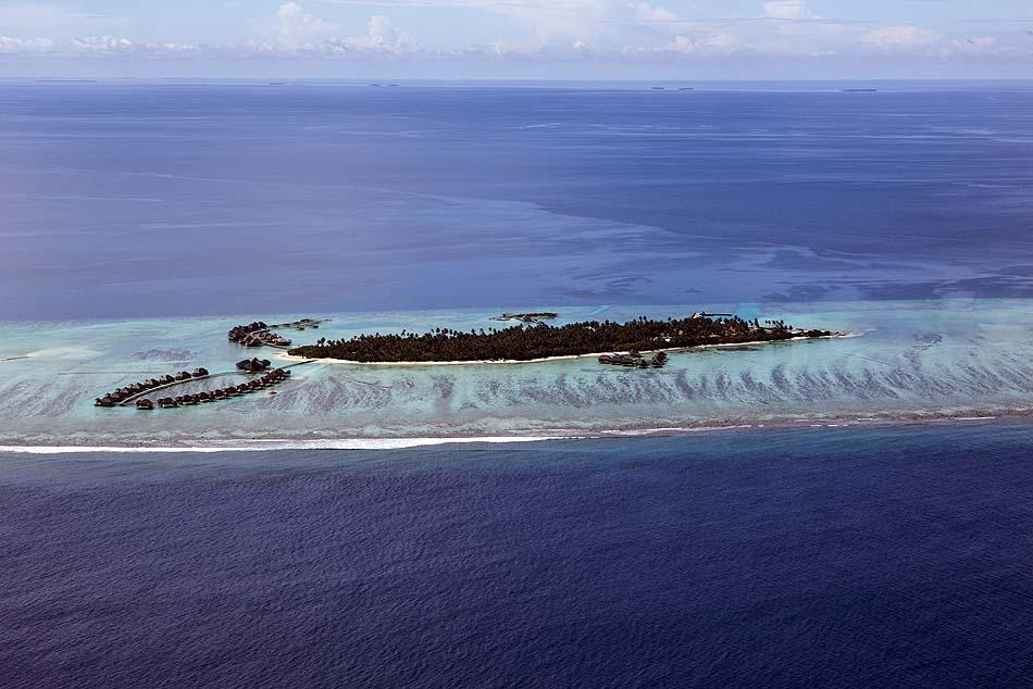 Insel von der Seite, COMO Maalifushi, Maldives