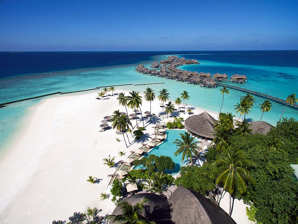 Blick auf Pool und Wasservillen, Luftansicht, Constance Halaveli Resort, Maldives