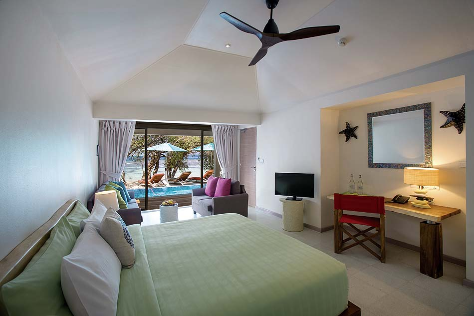 Pool Beach Suite, Master Bedroom, Blick auf den Strand, COOEE OBLU at Helengeli, Maldives