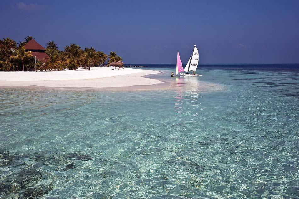 Strand, Katamaransegeln, Wassersport, Diamonds Athuruga Beach & Water Villas, Maldives