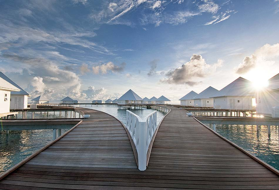 Steg zu den Water Villas, Diamonds Thudufushi Island Resort, Maldives