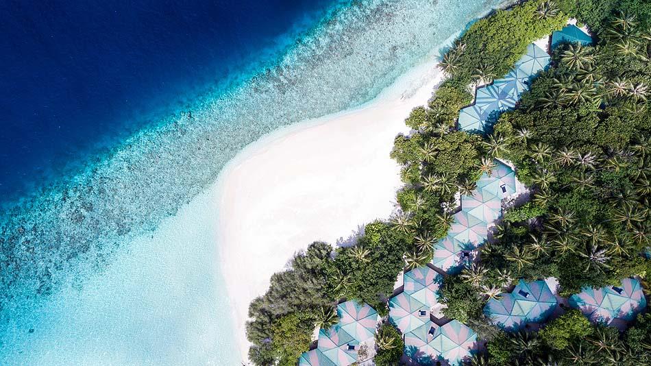 Blick von oben auf Insel und Meer, Embudu Village, Maldives